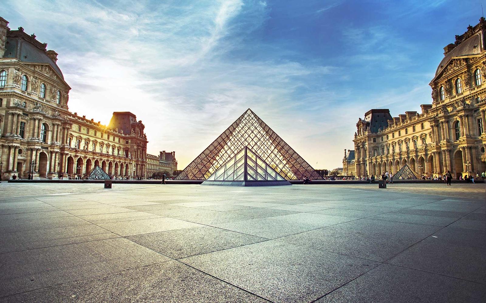 NGÀY 02 : PARIS(Ăn sáng, trưa, tối)