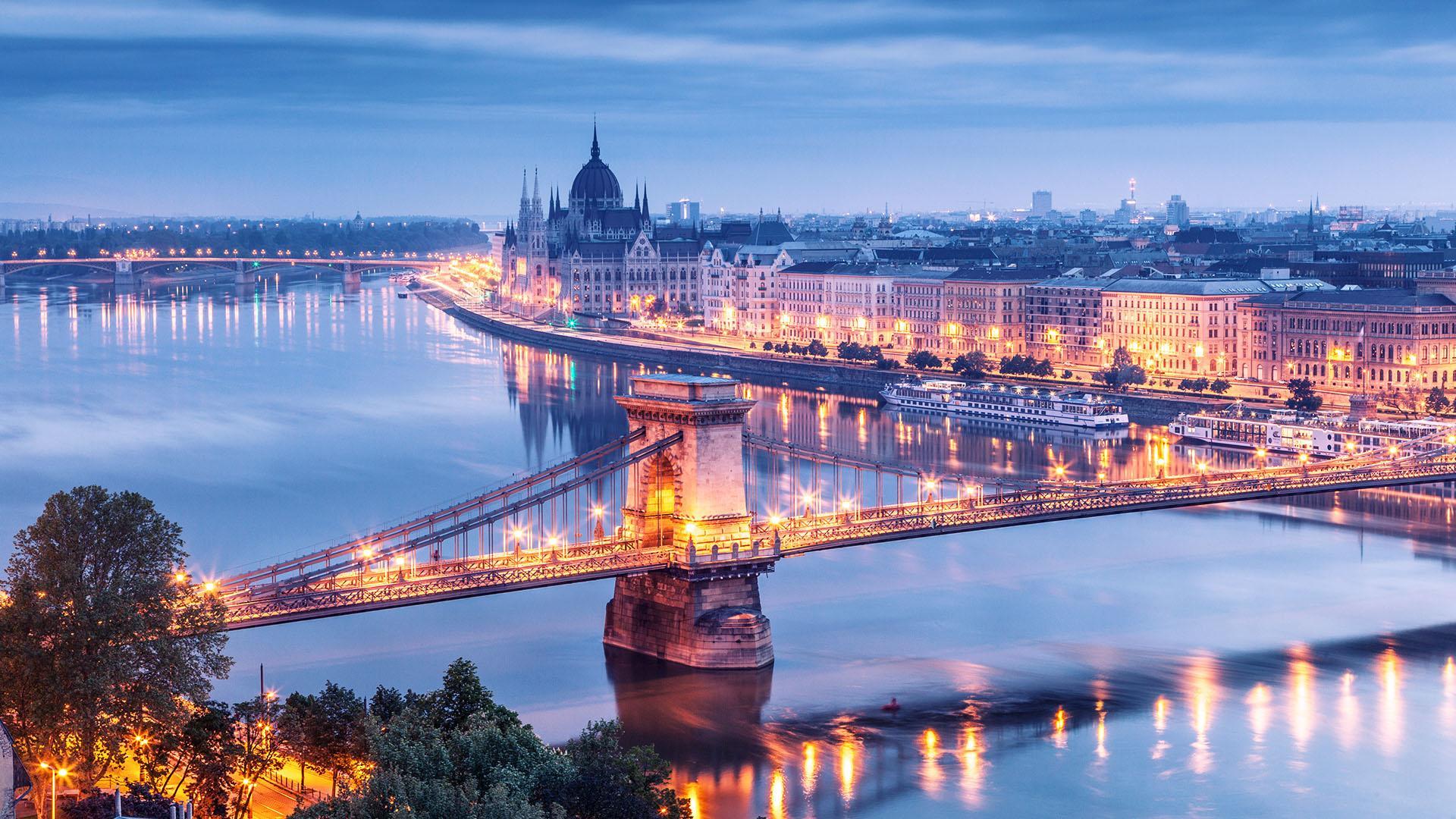 NGÀY 07 : BRATISLAVA - BUDAPEST       (Ăn sáng, trưa)