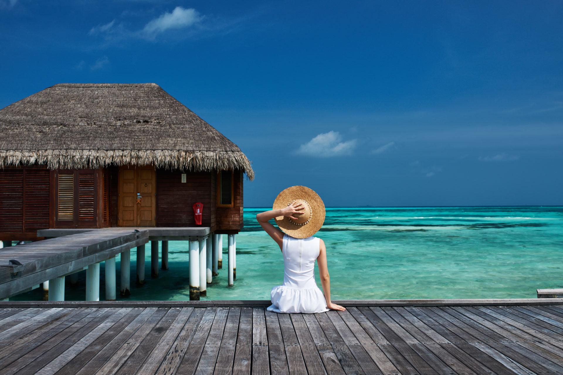 NGÀY 1: HỒ CHÍ MINH - MALE, MALDIVES (Trên Máy Bay)